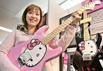guitar-hello-kitty
